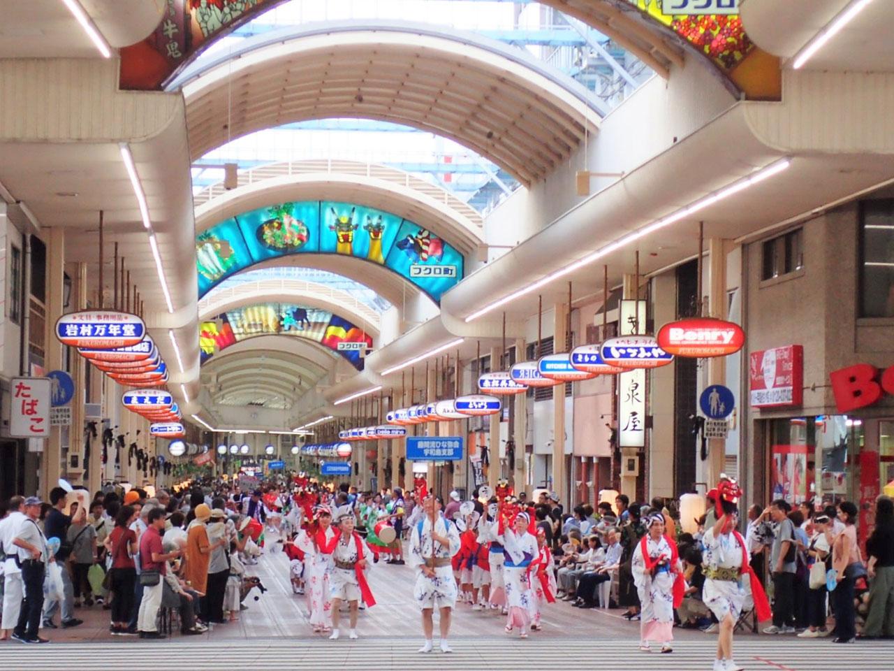 宇和島おどり大会の写真